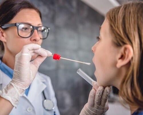 Мазок из зева и носа — норма, расшифровка, что показывает